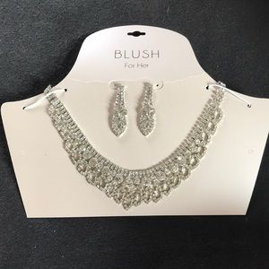 Earring necklace set
